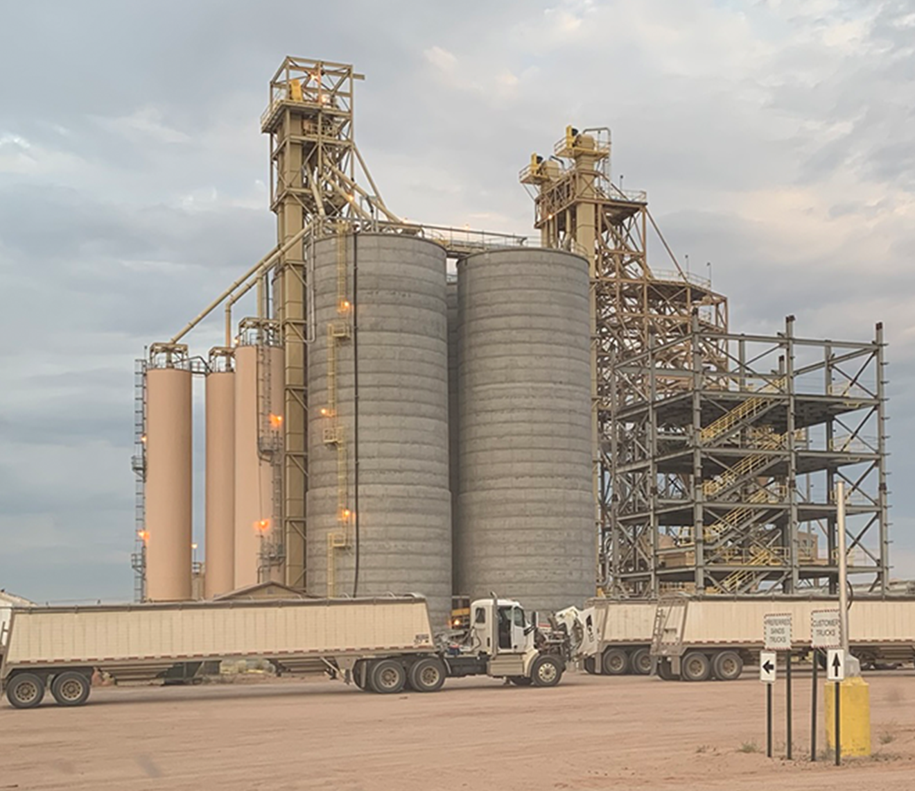 Over 20,000 tons of silo storage to ensure efficient loading of manifest and unit train shipments.